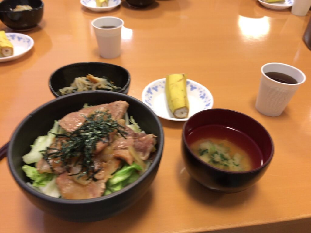 治験バイトのご飯2